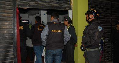 Propietarios de clubes nocturnos detenidos por presunto delito de trata de personas.