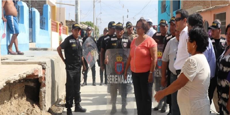 Alcaldesa de Talara y vecinos constatan irregularidades y ausencia de residente de obra en Pariñas