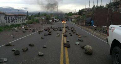 Con bloqueo de carreteras continúa paro de productores de papa