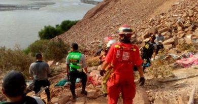Bus cae a un abismo en Camaná, Arequipa